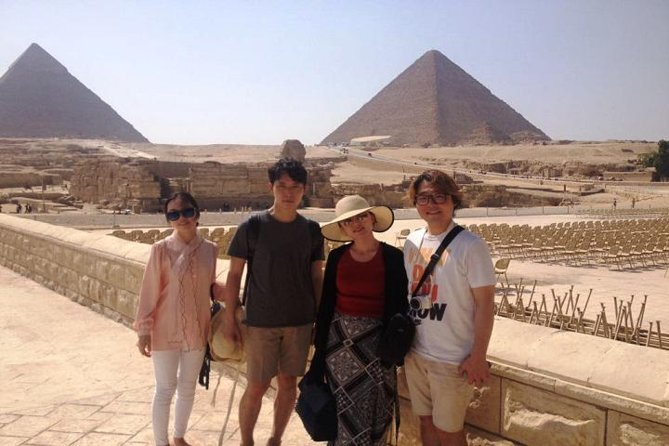 Private tour to Giza Pyramids and Dinner Nile Cruise