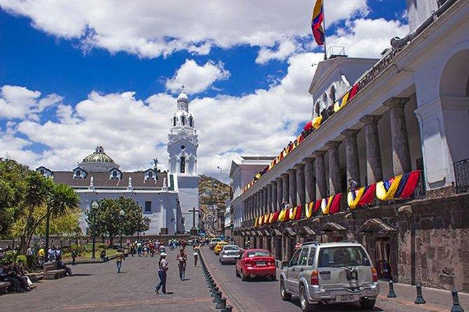 Excursão pela cidade antiga de Quito com passeio de gôndola e visita ao Equador