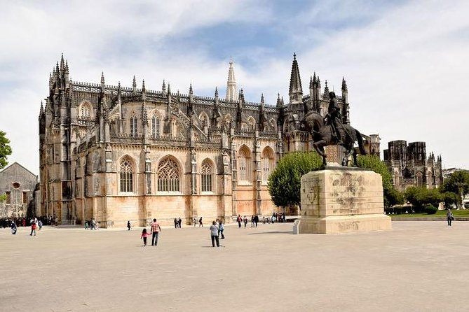 Private Tour to Batalha Monastery and Fátima Shrine by the countryside route