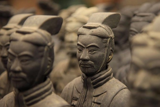 Private Xian Highlight Tour: 6 Hours Terracotta Warriors and Local Snack
