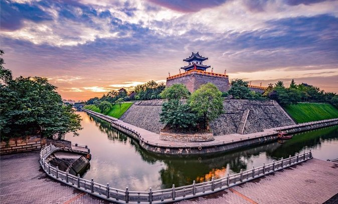 Half Day Xian Private Tour: Bell & Drum Tower Square, City Wall, Muslim Quarter