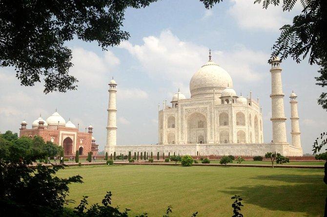 Luxury Taj Mahal Same Day Tour from New Delhi