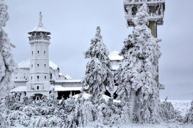 Full-Day Skiing for Beginners on Klínovec Tour from Prague