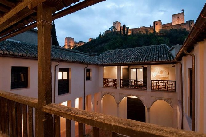 Gold Doubloon: Half-day private Alhambra Palace and Albaicin tour in Granada