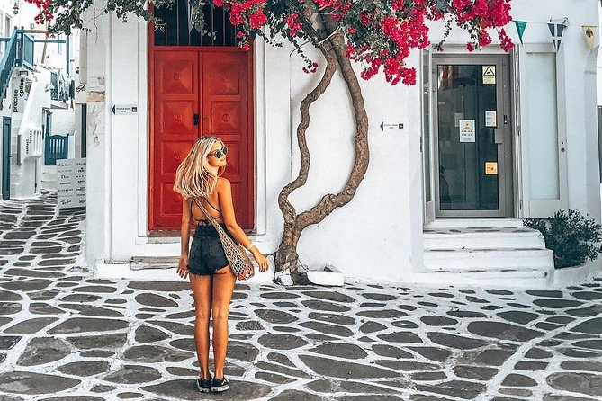 Mykonos Walking Tour with a Personal Photographer