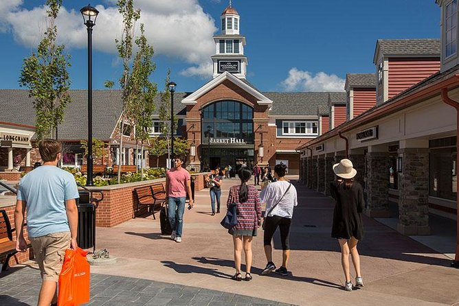 Woodbury Common Premium Outlets Shopping Tour from Manhattan photo 1