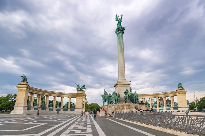 Scenic Transfer from Prague to Budapest Including 4-Hours Sightseeing in Bratislava