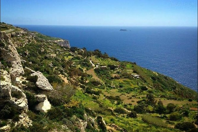Malta's Scenic Tour Visiting Palazzo Parisio, Clapham Junction, Dingli Cliffs and Buskett Gardens