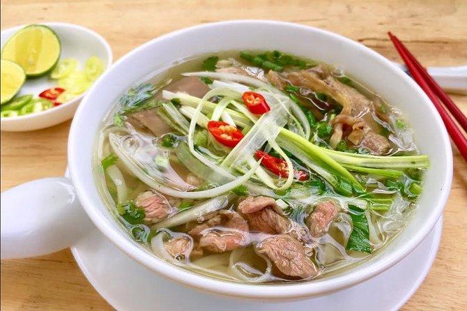 Foodie de grupos pequeños de noche en Saigon (04 horas)