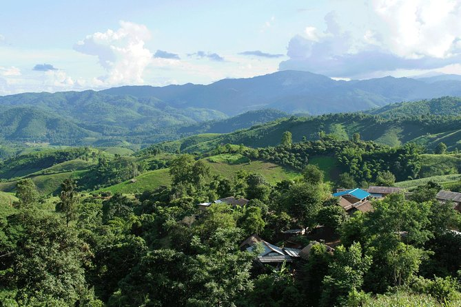 Private Trekking Day Tour in Chiang Rai: Bezoek Hill Tribes Villages en Learn Traditional Weaving Methods