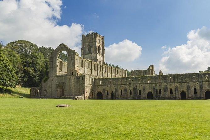 Yorkshire Dales and Fountains Abbey Small-Group Day Trip from York