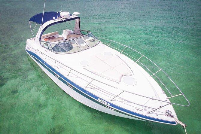 5-stündige private 37 'Yacht 2-Stop Tour mit Essen, Open Bar & Schnorcheln