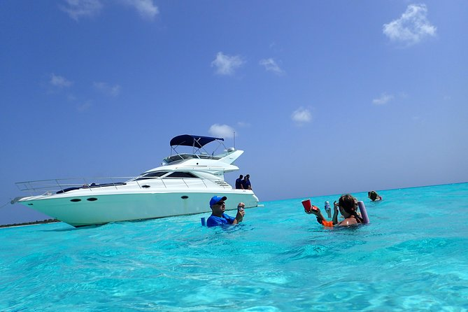 5-Hour Private Luxury Yacht Snorkel Tour with Open Bar