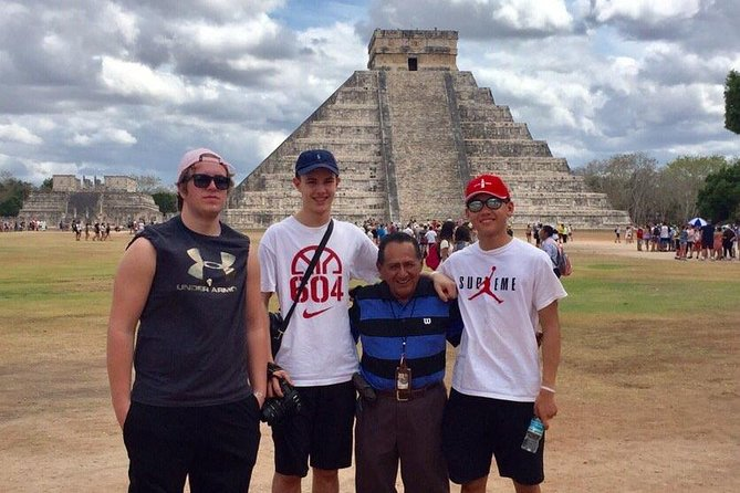 Beat the Crowds: Tour of Chichen Itza och Cenote med privat transport
