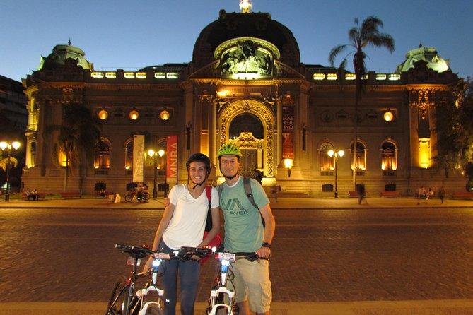 Excursão noturna de bicicleta em Santiago