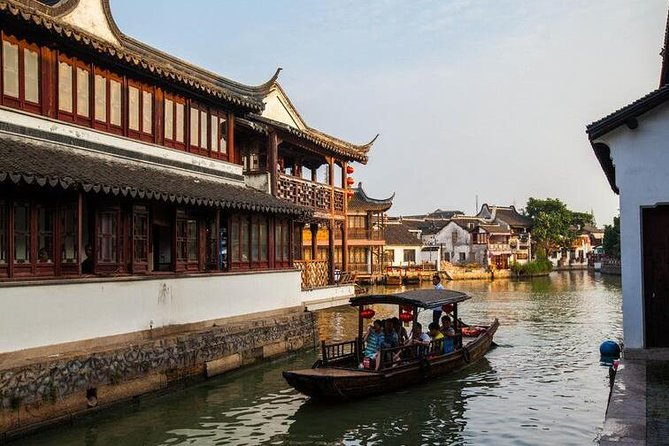 Private Tour of Zhujiajiao Water Town and Jade Buddha Temple in Shanghai