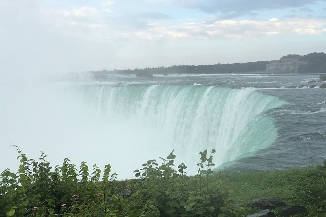 Niagara Falls Dagtrip per vliegtuig inclusief Maid of the Mist en Cave of the Winds