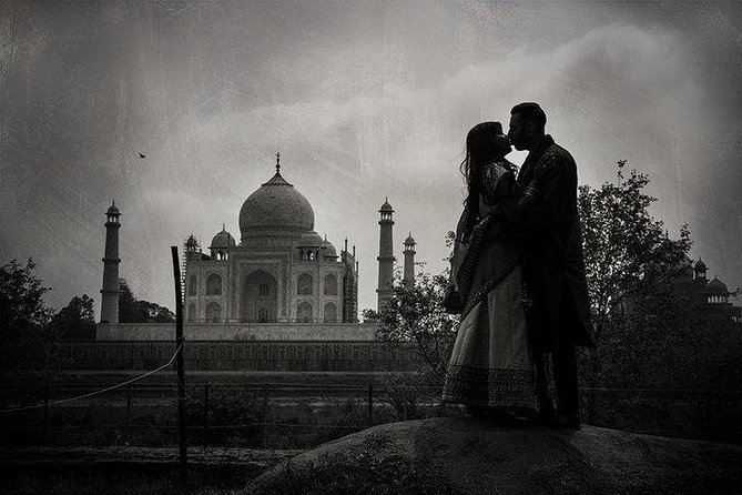 Proposal of a suitor for his beloved in the shade of Taj Mahal photo 6