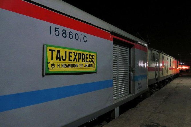 Budget Agra Day tour by train with lunch photo 1