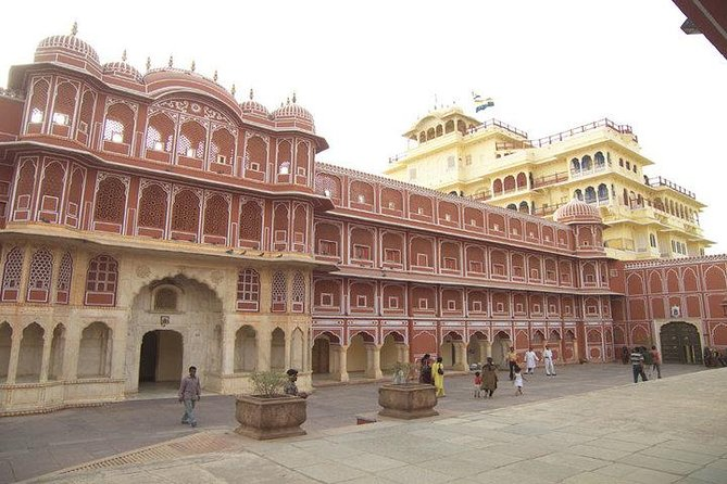 Budget Transfer from Jaipur to Udaipur with Chittorgarh visit