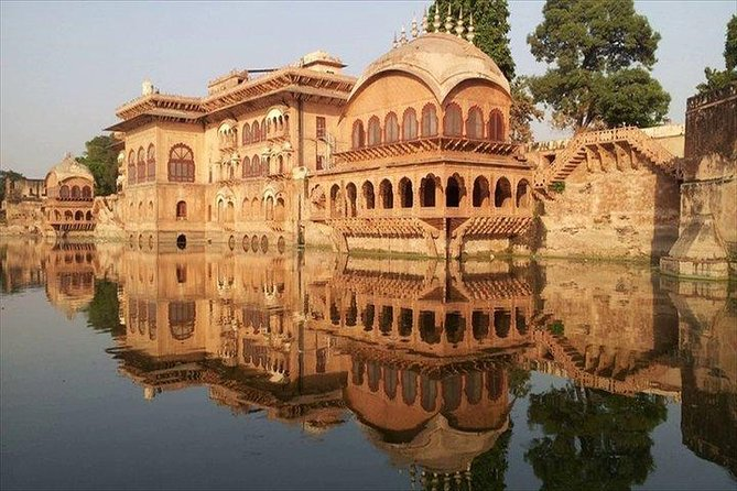 Full Day Fatehpur Sikri, Bharatpur and Deeg Palace Tour