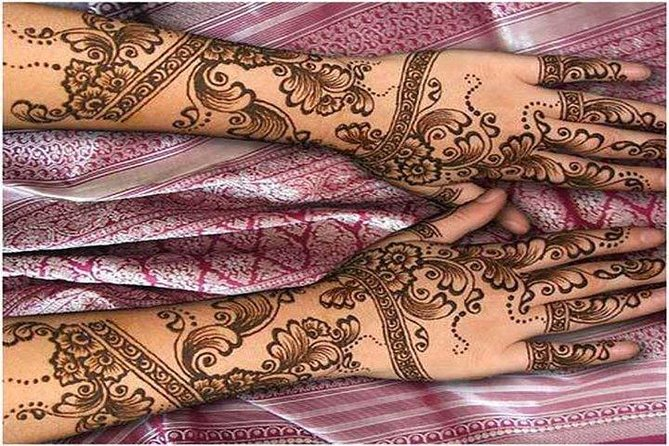 Henna application session with dinner photo 1