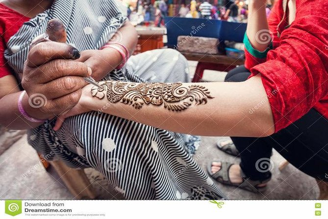 Henna application session with dinner photo 6