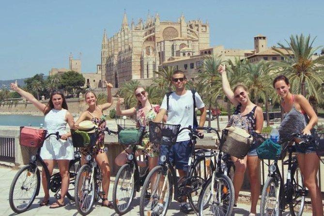 Recorrido en bicicleta por el castillo de Bellver y el casco antiguo de Palma