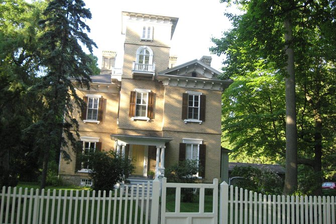 Private Tour of Niagara-on-the-Lake Historic District (up to 5 participants)