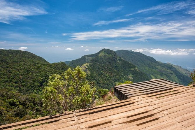 Misty Mountain Trails from Galle (2 Days)