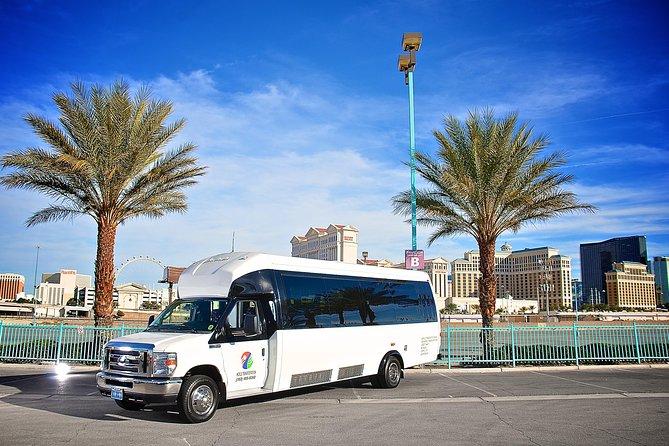 Transfert aller-retour privé de l'aéroport de Las Vegas: 24 fourgonnettes