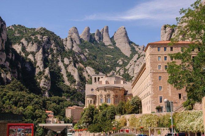 Magic Montserrat och Gaudis Colonia Güell Half Day Tour