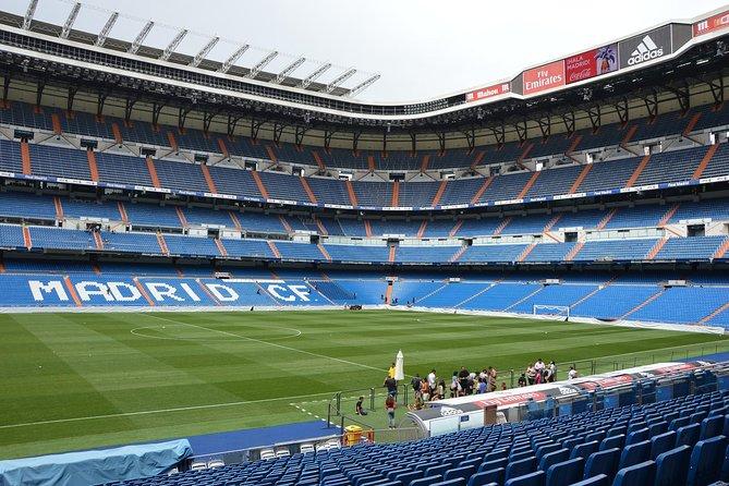 Skip-the-Line Santiago Bernabeu en Real Madrid Tour met lunch met uitzicht op de standplaatsen