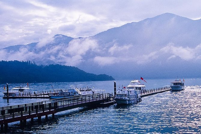 5 Star-6 Days Taiwan Bus Tour (Sun moon lake, Alishan, Kenting, Taitung, Taroko)