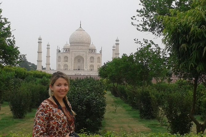 Professional Tour Guide Services in Agra