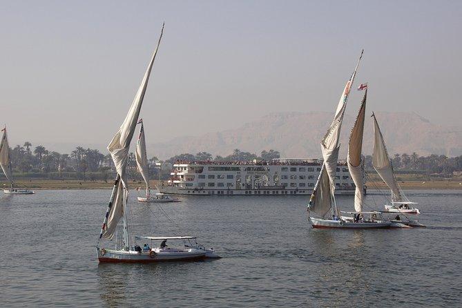 Excursão pela costa do Cairo: excursão privada às Pirâmides de Gizé e passeio de barco em Felucca