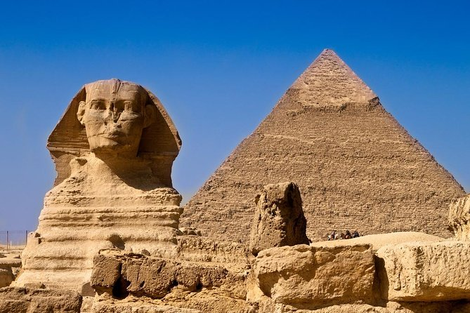 Private Half-Day Tour to the Pyramids of Giza with Lunch from Cairo