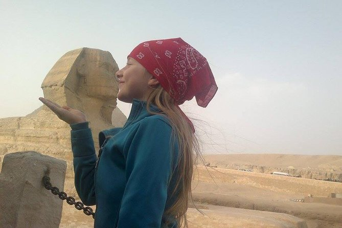 Solo female traveler private tour in Giza and Egyptian museum