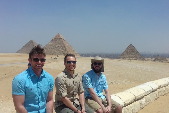 8-Hour Private Tour to the Pyramids of Giza and Saqqara from Cairo