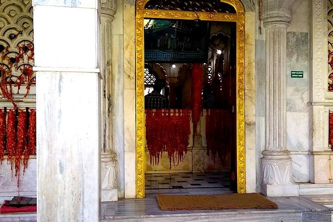 Culture trip in Pune to Aga Khan Palace, a dargah and temples