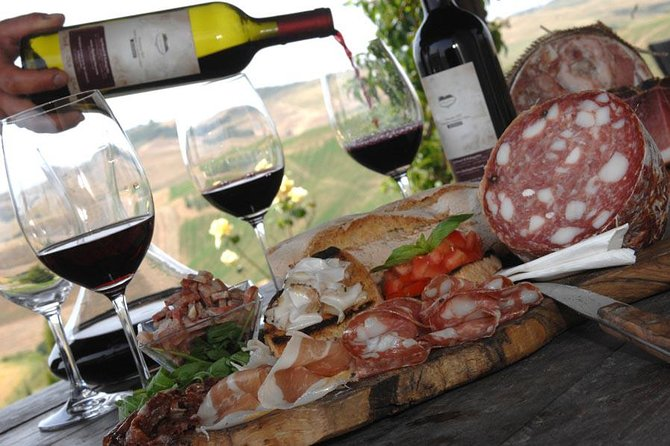 Wine tasting tour in Loire Valley with castle visits and lunch
