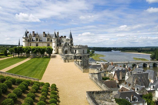 Incredible Loire castles tour with wine tastings and lunch
