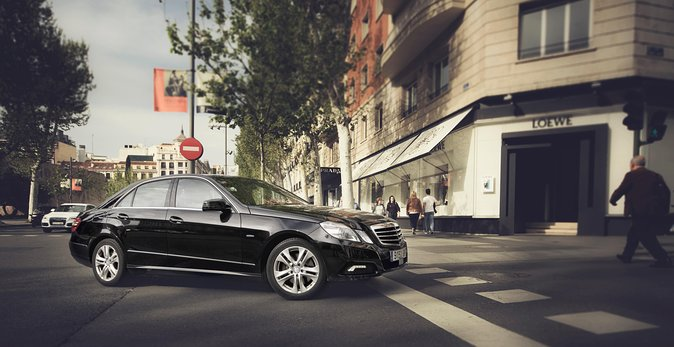 Departure Private Transfer: Seville City to Seville Airport SVQ by Business Car