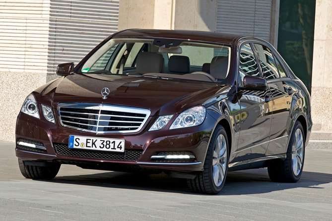 Private Transfer by Business Car to Prague from Munich