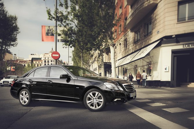 Milan City Departure Private Transfer to Milan Malpensa MXP in Business Car