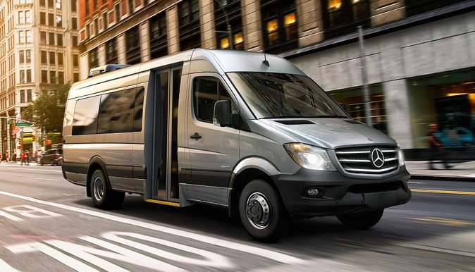 Arrival Private Transfer Chicago O'Hare Airport to Chicago City by Minibus