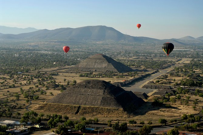 Teotihuacan Pyramids and Gastronomic Tour from Mexico City