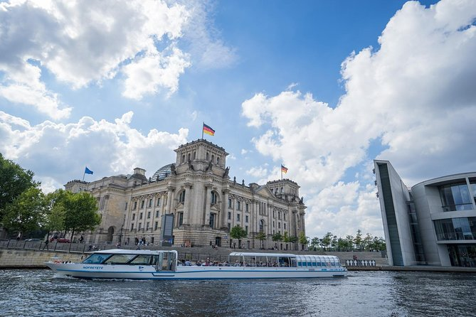 2.5-Hour Berlin Center Boat Cruise on the River Spree