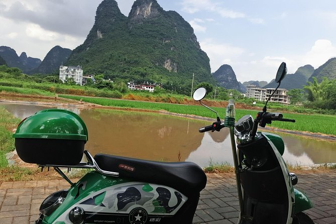 1 day Guilin Li River Cruise and Yangshuo Countryside with Scooter Private Tour photo 1