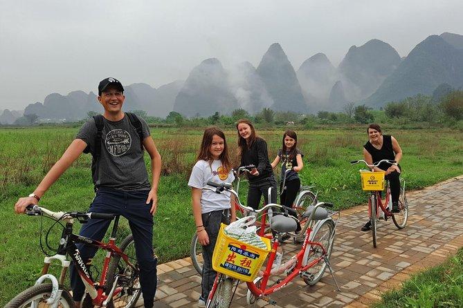 Meio-dia de meio dia em Yangshuo: excursão particular de bicicleta e pontos turísticos moderados